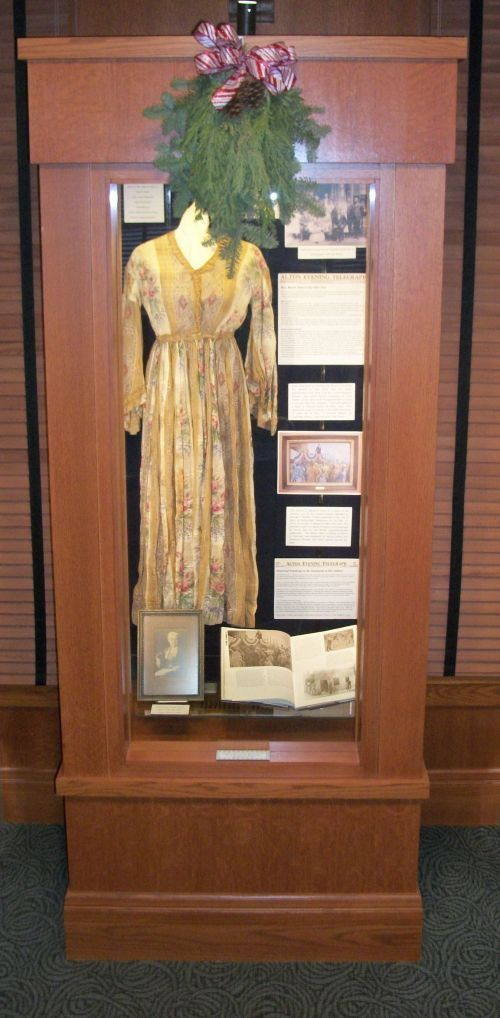 lincoln-dress-display